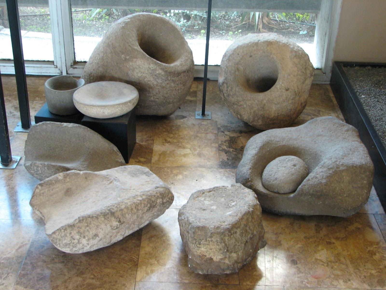 Diferentes instrumentos natufienses recuperados por los arque logos.